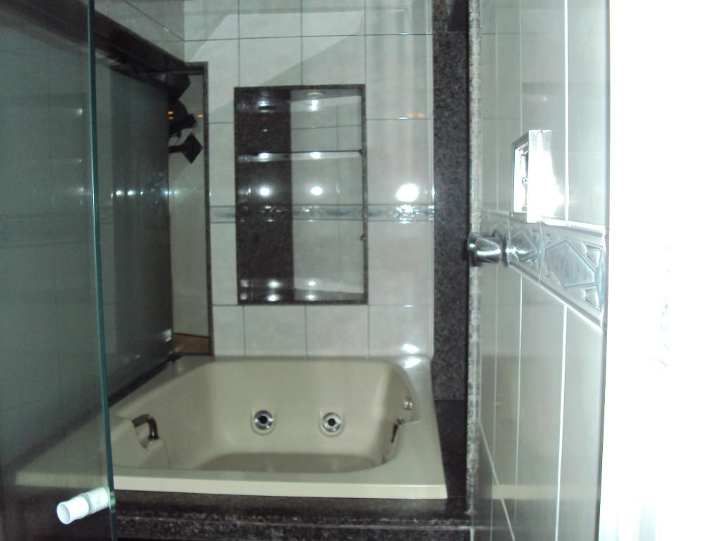 Na verdade toda estrutura remonta a um ambiente de motel e é meio  #5A716C 1024 768