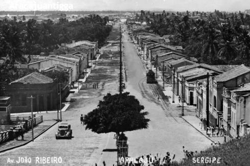 Av. João Ribeiro - 1920 (imagem disponível em aracajuantigga.blogspot.com.br)