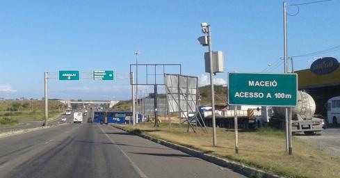 BR-101 - Aracaju - Viaduto de acesso à BR-101 Norte