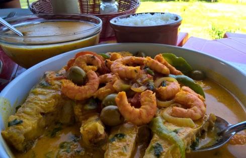 Pescada amarela ao molho de camarão e pirão de peixe - Restaurante Chiozinho - Povoado Cedro - SERGIPE